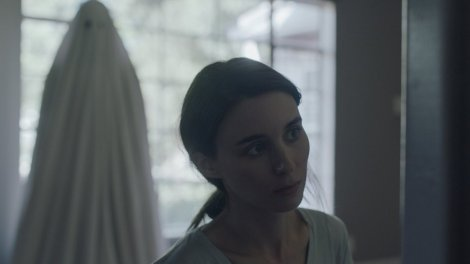 A Ghost Story review Casey Affleck Rooney Mara explained